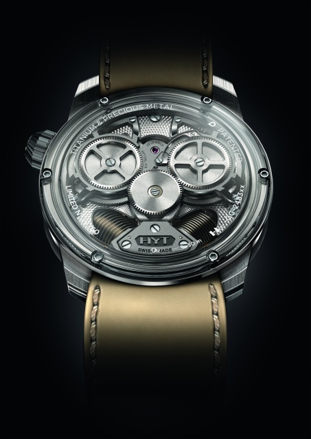 """""""液体""""で時間を示す世界初のハイブリッド機械式腕時計が、あえてクラシカルな装いで新登場!"""