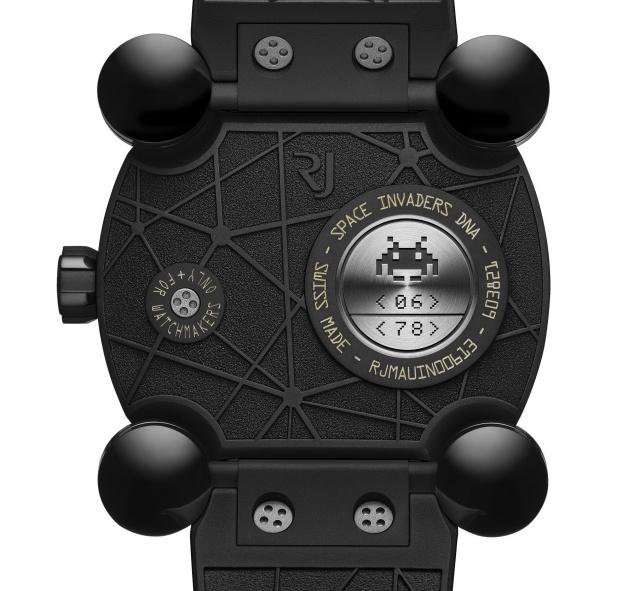 インベーダーゲームがダイヤルに! 思わずピコピコと攻撃したくなる「ロマン・ジェローム」の腕時計。
