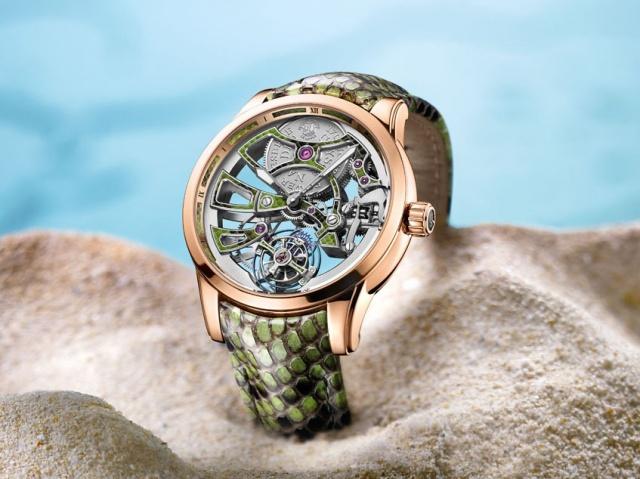 技術の粋を凝らした超複雑時計に、 なんとニシキヘビの野性味をダイナミックにアレンジ。