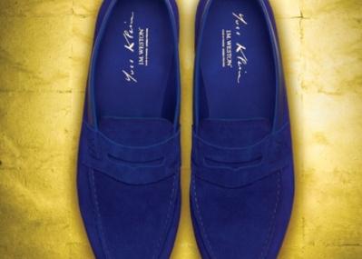 芸術家イブ・クラインの「青」を徹底追求した、「ジェイエムウエストン」の特別なローファーが誕生。