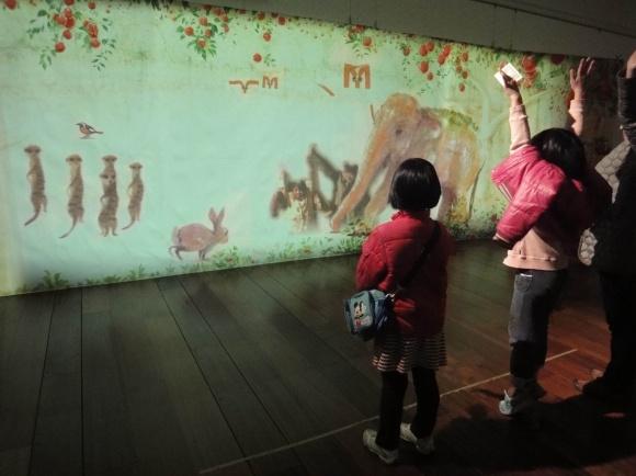 東京都現代美術館の「ワンダフル ワールド」展で、子どもと一緒にアートを体感しよう!