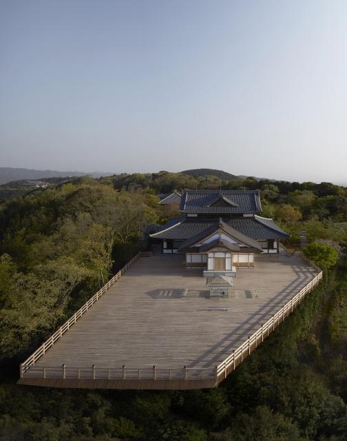 吉岡徳仁さんの「ガラスの茶室ー光庵」が、 京都を見下ろす青龍殿大舞台に設置されます。