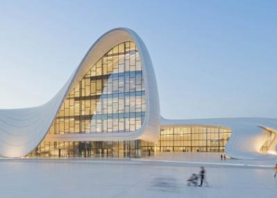 物議を醸した新国立競技場をデザイン、建築家「ザハ・ハディド」の展覧会は12月23日まで。