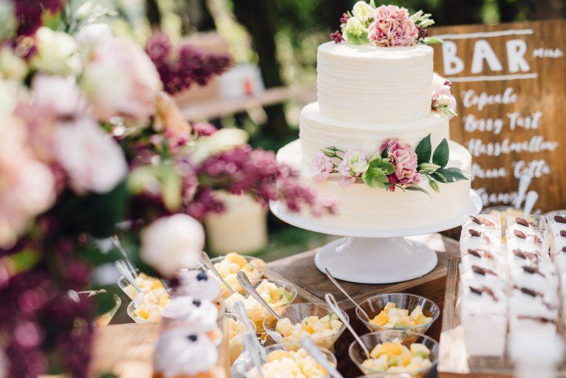 春 結婚式 ウェディングケーキ