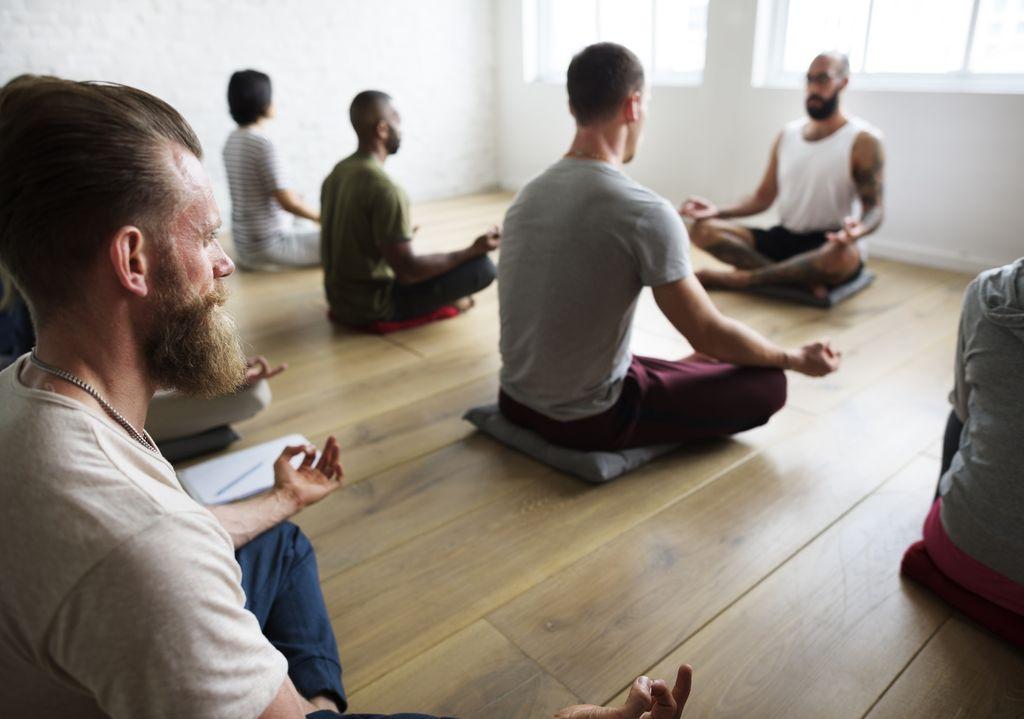 ヨガ 瞑想 メディテーション マインドフルネス ヨガ講師 出張ヨガ ゼヒトモ zehitomo
