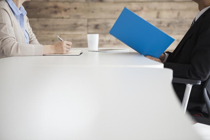 危機的状況…面接中に他社の選考状況を聞かれた時、どう答えればいいの?