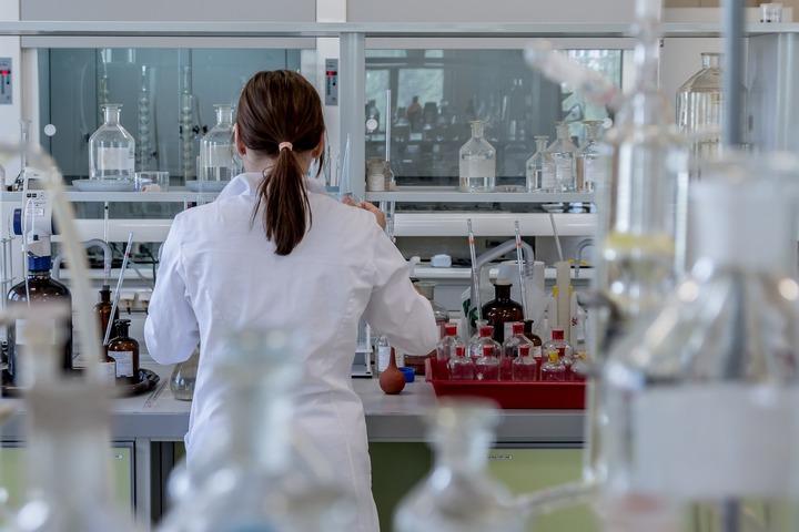 業界を徹底分析!化学メーカーの現状はどうなっている?