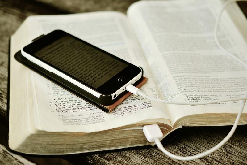 bible_2690295_1920