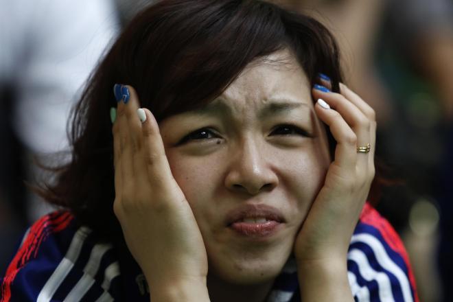 日本代表の試合を見守るサポーター=ロイター