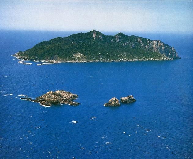 沖ノ島=2014年5月30日:出典・朝日新聞
