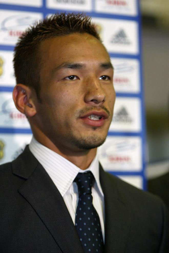 日韓共催のW杯での戦いを終え、質問に答える中田英寿