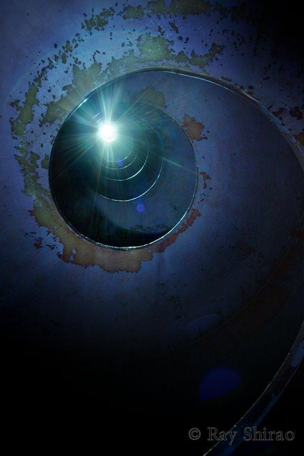 「東京都杉並区の、和田ポンプ所のドロップシャフトです。水を螺旋状に落とす仕組みです。光っているのはサーチライトです」