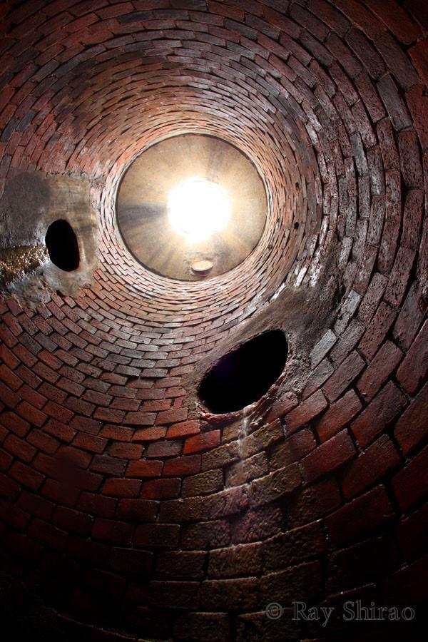 「名古屋の古いれんが管。ステップが元々ついていないので梯子で降りました」