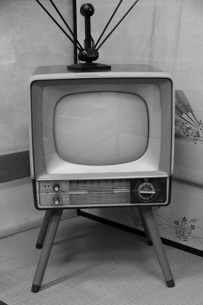 昭和の神器、白黒テレビ。冷蔵庫と洗濯機も