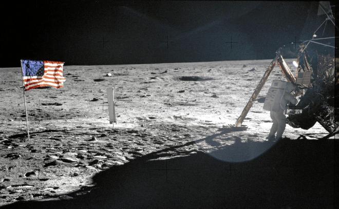アポロ11号のバズ・オルドリン飛行士が撮ったニール・アームストロング船長=1969年7月、NASA提供