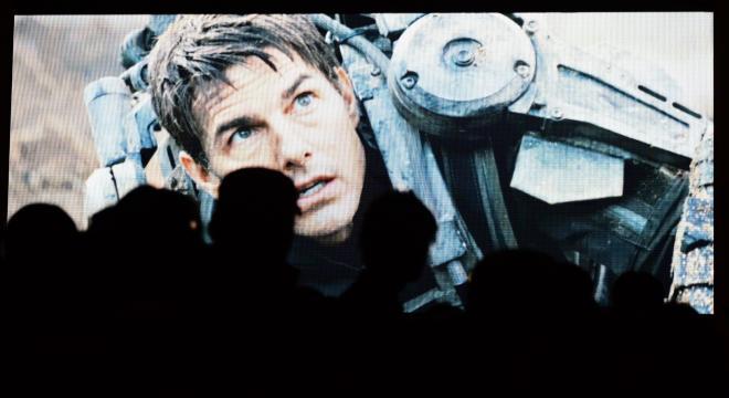 スクリーンで見るトム。これでもかと大きく