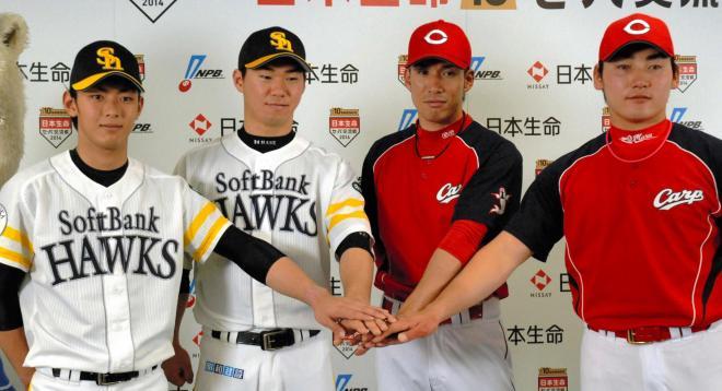 ソフトバンクの今宮、長谷川、広島の木村、丸(左から)=2014年5月19日、ヤフオクドーム