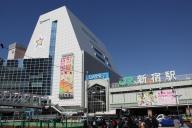 新宿駅の南口付近は一時、混乱