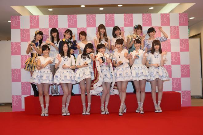 総選挙で上位15位に入ったAKB48などのメンバーたち=2014年6月7日、東京都調布市、小玉重隆撮影