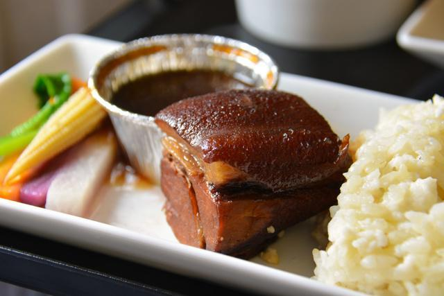 全日空台北発東京行きのビジネスクラス機内食で提供される「肉形石」