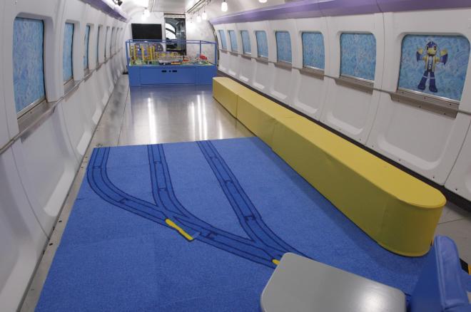プラレールのジオラマが設置された500系新幹線の1号車=福岡県那珂川町の博多総合車両所、河合真人撮影