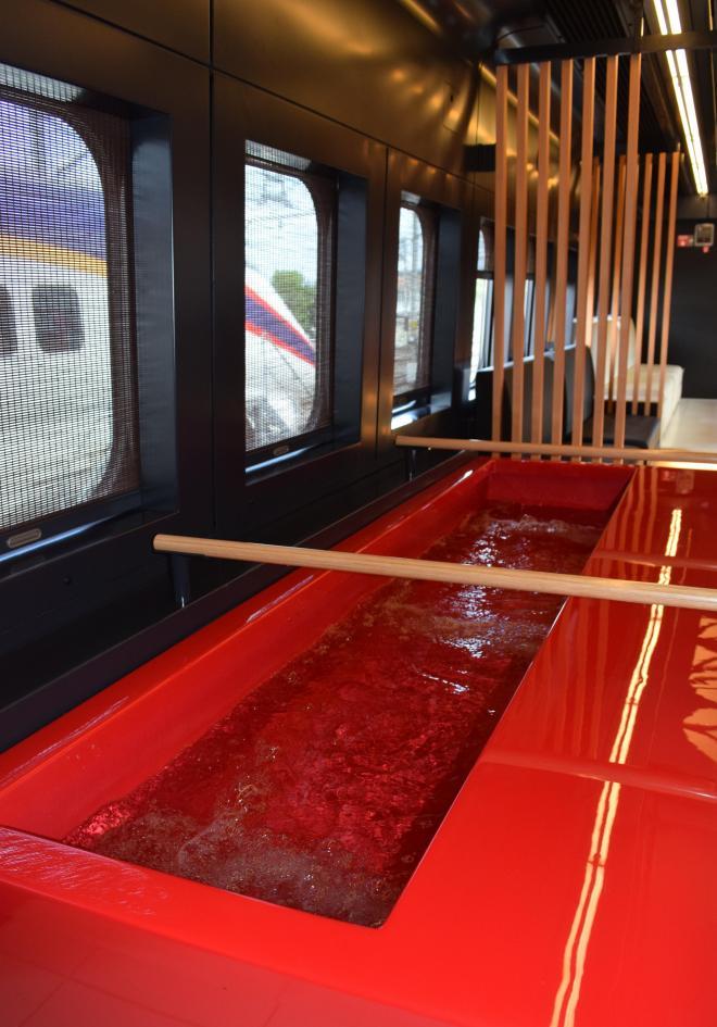 公開された山形新幹線「とれいゆ つばさ」