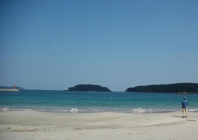 「日本の快水浴場百選」で特選に選ばれた小田の浜海水浴場=2006年5月15日、気仙沼市大島で
