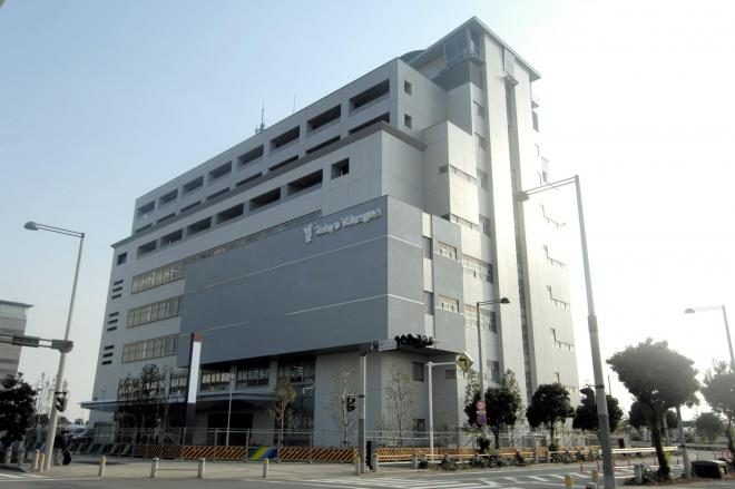 東京湾岸署の外観。壁に警視庁のキャラクター「ピーポくん」が掲げられ、親しみやすさを打ち出している=2008年3月18日、東京都江東区青海2丁目で