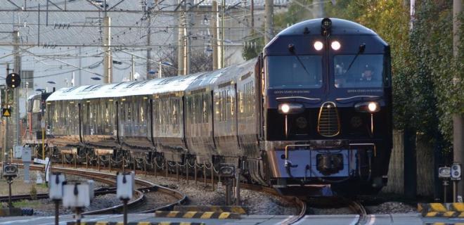 JR浦上駅付近の長崎線を走るななつ星