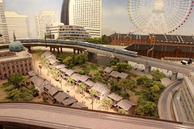 横浜の風景、昼も都会らしくて素敵ですが…