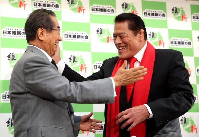 石原慎太郎氏への闘魂注入は、高齢に配慮してか絵づくりのみ。残念=2013年6月5日