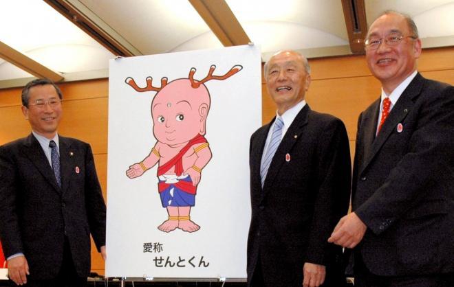 鳴り物入りでデビューした、奈良の平城遷都1300年記念キャラ「せんとくん」=2008年4月15日