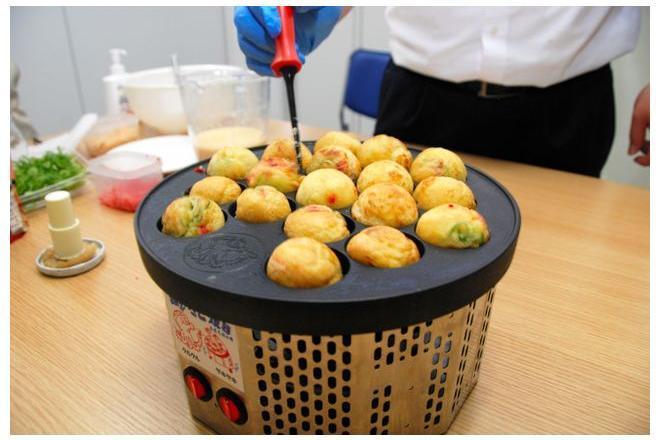 大阪の企業ブランケネーゼが開発した「踊る! たこ焼器」