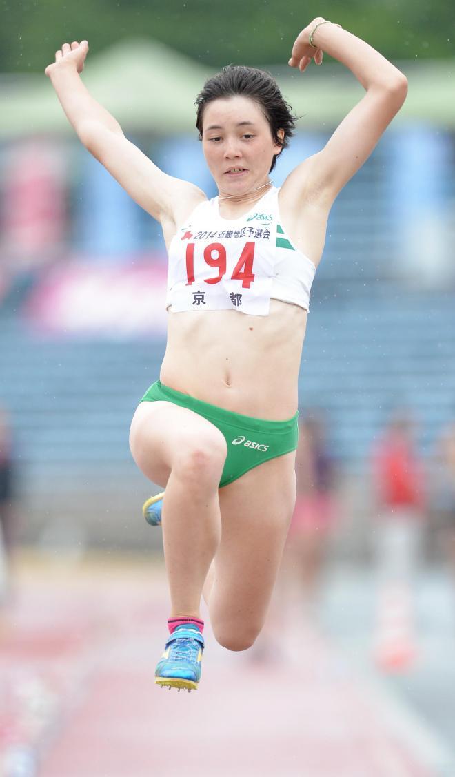 女子7種競技走り幅跳びに出場するヘンプヒル恵=同上