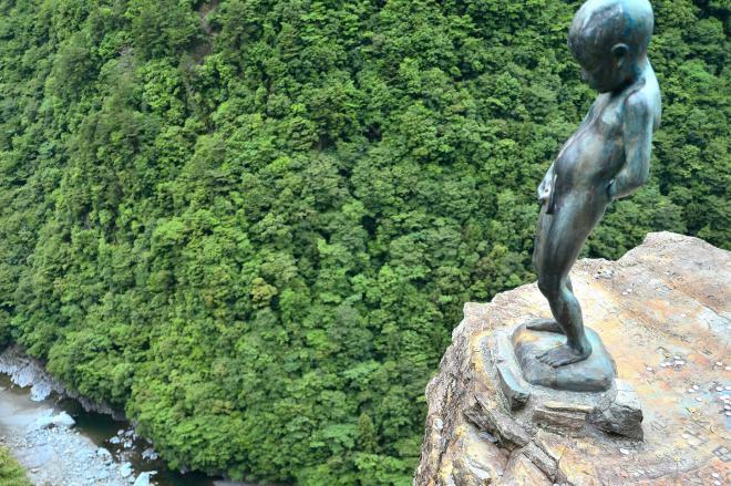 天空から降り注ぐ尿=徳島県三好市