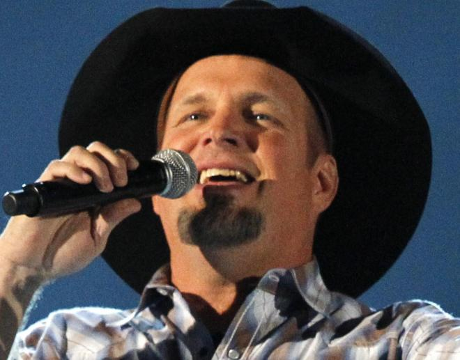米ラスベガスで熱唱するガース・ブルックス