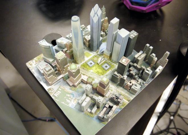 3Dプリンターでつくった高層ビルなどの都市の模型=2013年3月13日、サウスカロライナ州の3Dシステムズ本社