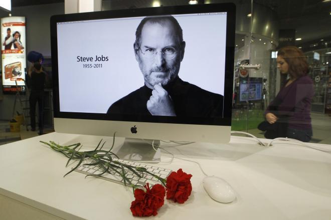 2011年10月に56歳で亡くなったジョブズ。世界中で惜しまれた=ロイター