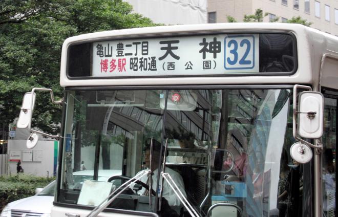 西鉄バスのロール状フィルムを巻いた行き先表示=2007年6月13日