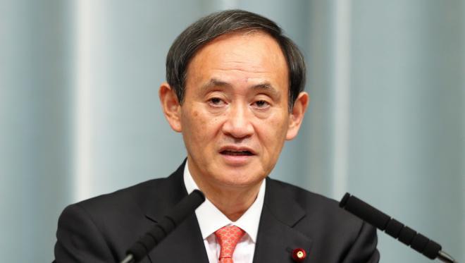 会見する菅義偉・官房長官=2013年3月1日
