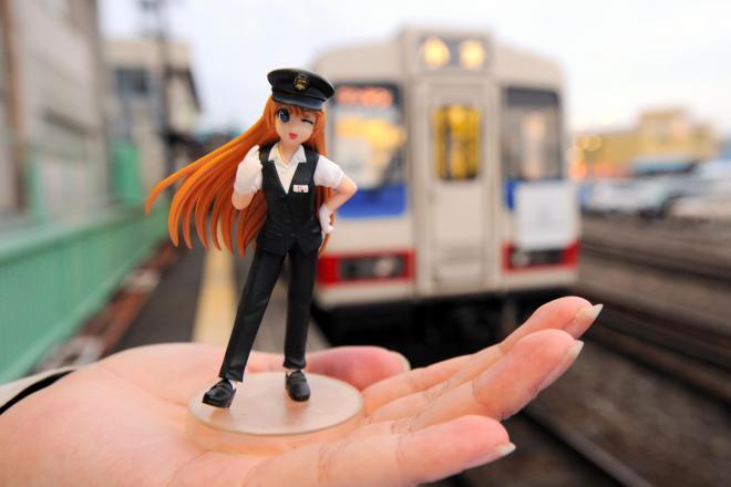 三陸鉄道のイメージキャラ「久慈ありす」のフィギュア=2011年12月6日