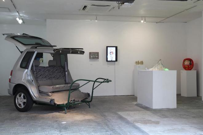 松田修 展示風景:個展「ニコイチ」無人島プロダクション、東京、2012 Photo: Yoko Asakai