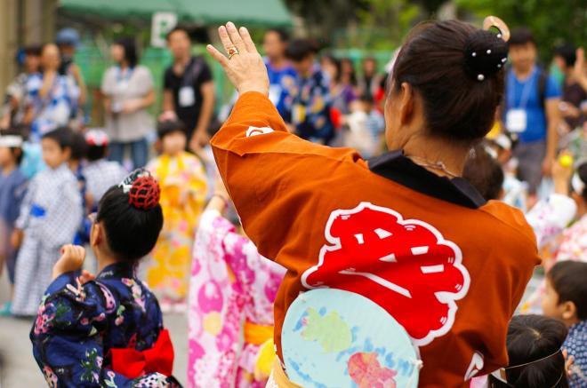 中野区歌と同時期に作られた「中野区民歌謡」は地域の盆踊りの定番となっている