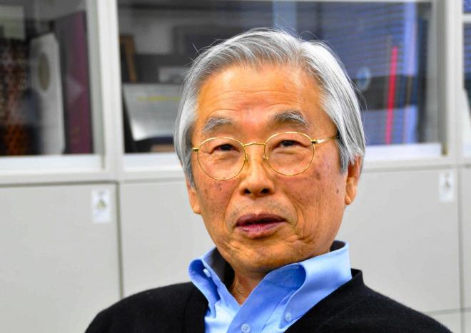 飯島澄男・名城大教授=2012年12月10日