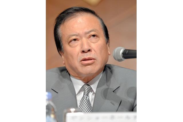会見する小川賢太郎・ゼンショーHD社長=31日