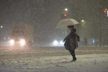 首都圏が大雪に見舞われた日も=東京都中央区、2月14日、福留庸友撮影