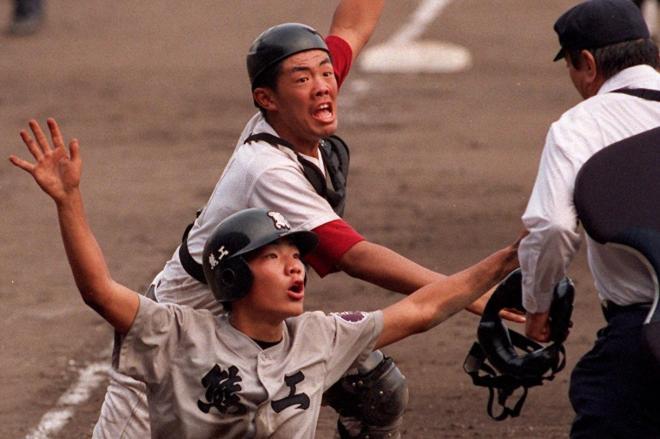 1996年夏の甲子園決勝 松山商-熊本工10回裏 奇跡のバックホームの場面