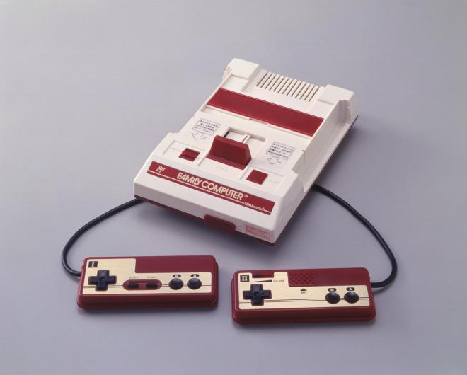 家庭用テレビゲーム機「ファミリーコンピュータ」。世界で累計6000万台超が売れた=任天堂提供