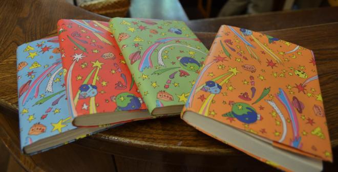 美術館の本屋で本を買うと、宮崎駿さんがデザインしたブックカバーをつけてもらえる