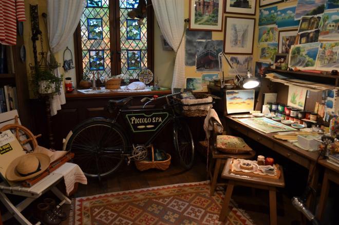 背景を描く少女の部屋。思い立ったらすぐに自転車で景色を見に出かけます